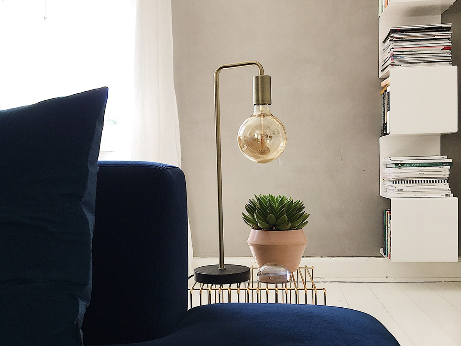 frandsen cool table lamp innoshop. Black Bedroom Furniture Sets. Home Design Ideas